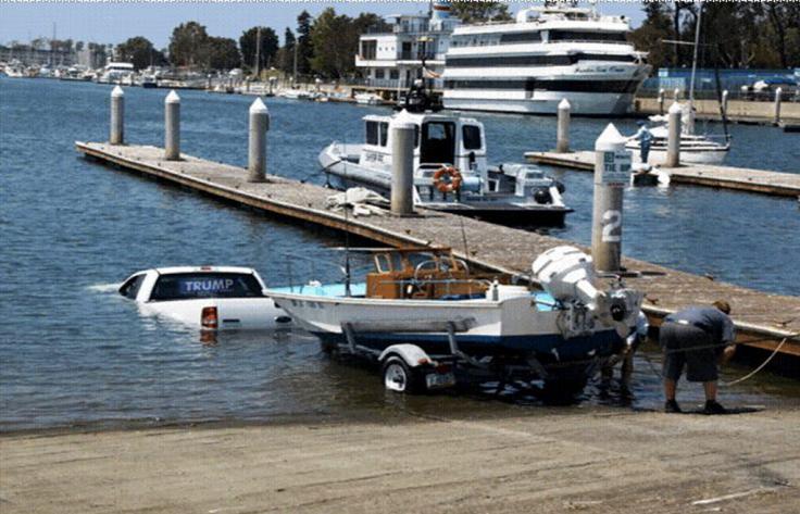 trump boat